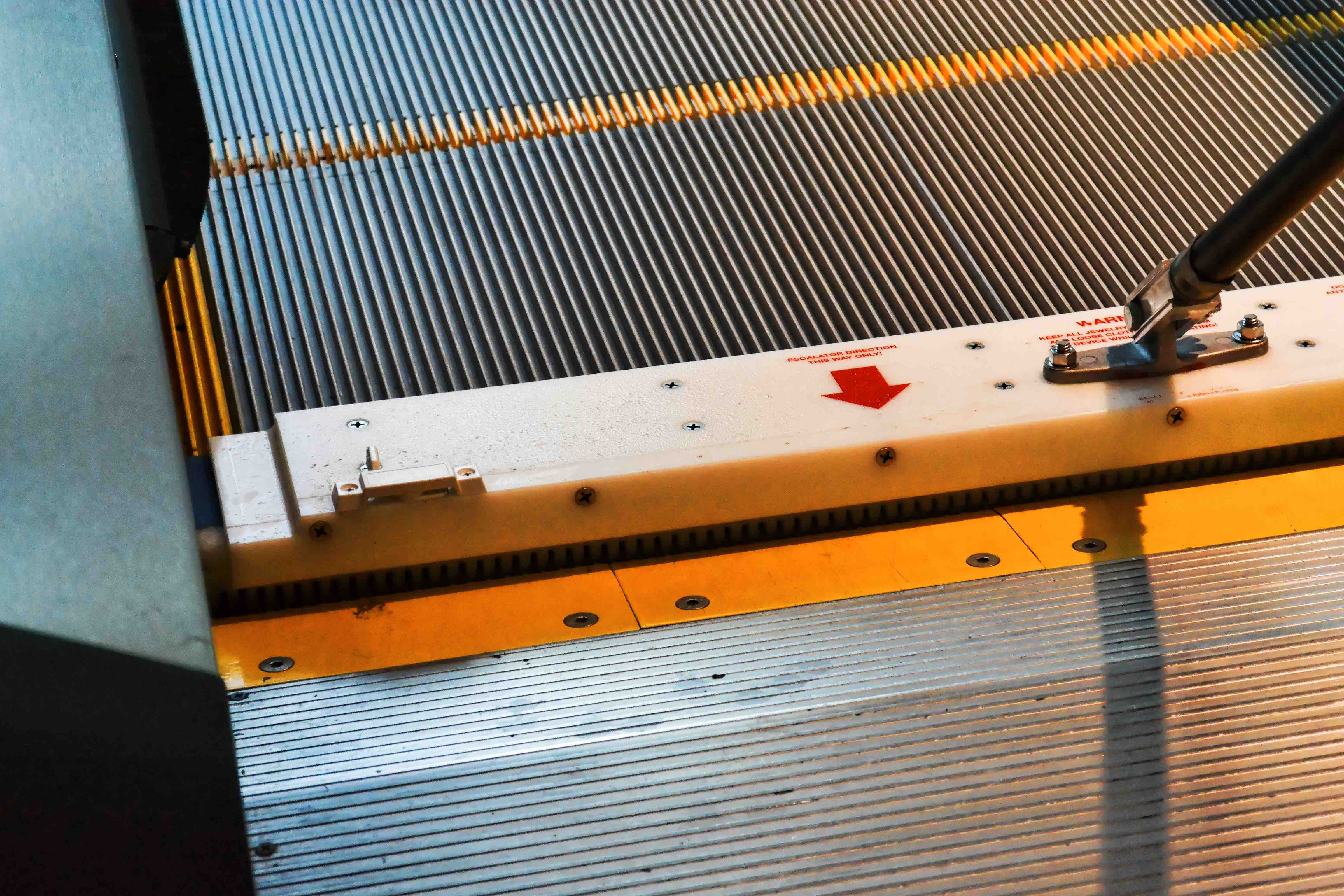 Stainless Steel Escalators : The solution unique in stainless steel repair and
